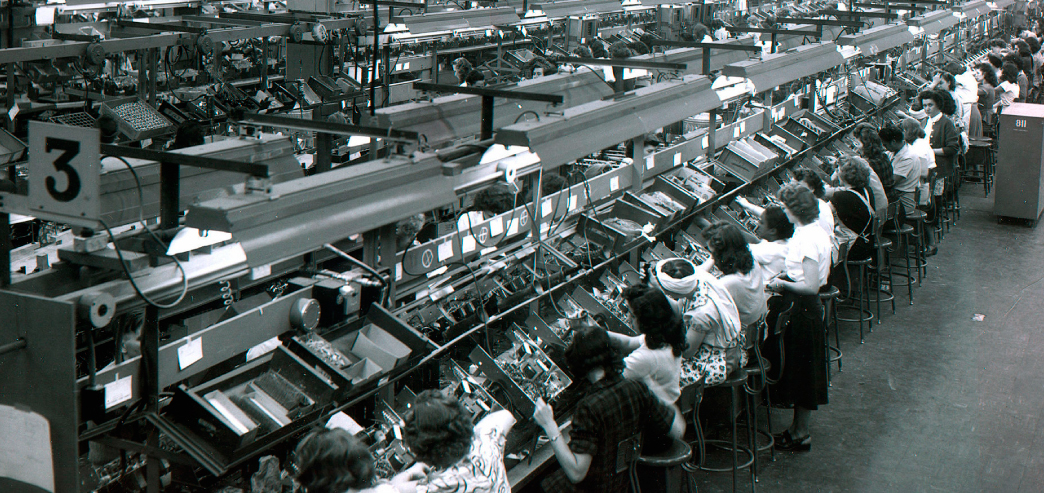 Television-production-line-in-1947-at-General-Electric-in-Salina----P2P--Michel-Bauwens--AherStudio